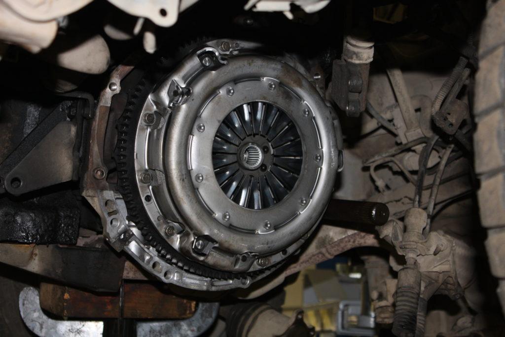 Ремонт и замена двухмассового маховика Nissan X-Trail T-31 2.2